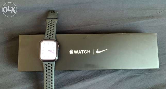 apple watch series 6 Nike Edition 44m with cellular