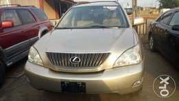 Foreign used Lexus 330 with genuine custom papers,full option.