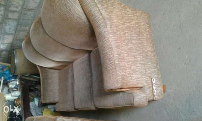 5- seater couch Thika - image 6