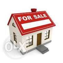 4bedroom flat with 2 parlours for sale in Aco estate airport road.