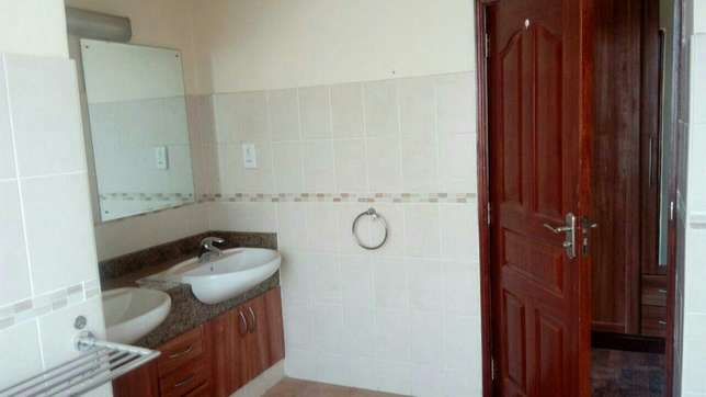 4 bedroom town house to let in Adams Arcade Nairobi CBD - image 5