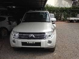 Mitsubishi Pajero(fully loaded)