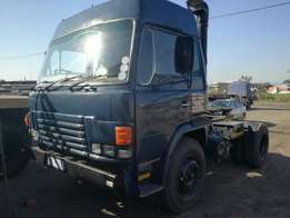 Hino single diff horse with double axle skeleton trailer