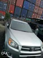 Extreamly clean direct Toyota Rav4 2010 model