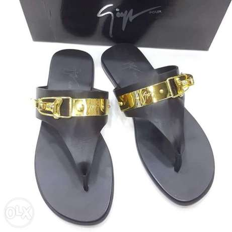 Italy slippers designs have on tunds store Lagos - image 3