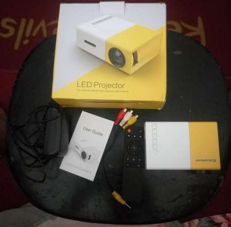 Mini Projector Port Harcourt - image 1