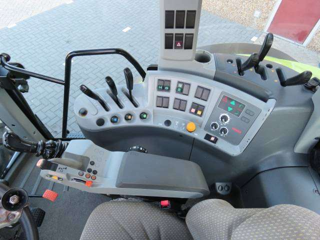 Claas Arion 620 - 2011 - image 15