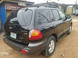 Neatly used Hyundai Santafe 2005