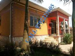 Reinveted 3 bedroom house for sale in Buwate at 160m
