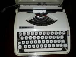 Collectable typewriter very neat