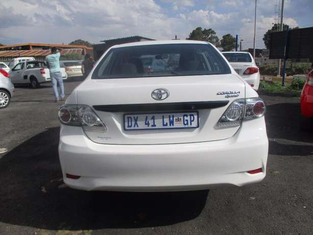 Toyota corolla quest 1.6 plus, 5-Doors, Factory A/c, C/d Player. Johannesburg CBD - image 4