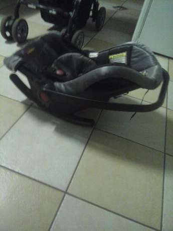 baby pram with car seat Pretoria East - image 7