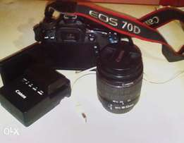 Canon 70d camera, charger, 18-55mm lens 1,1/2yrs old