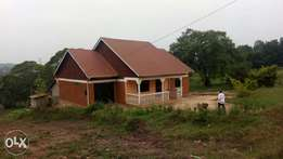 House for sale in Kyanja near tarmac on 25decimals at 160m