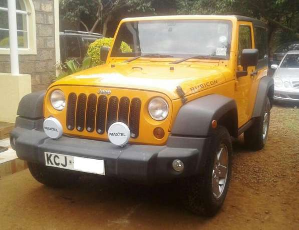 2012 Jeep Wrangler, manual 6-speed 3.6L petrol, super clean condition Karen - image 3