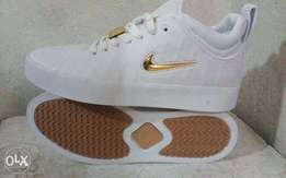 Nike chrome snickers