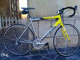 Giant orc3 road bike for sale. Excellent condision