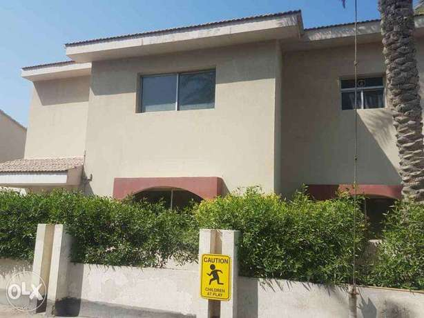 Spacious semi furnished 4 bedroom compound villa bhd 450/-month –