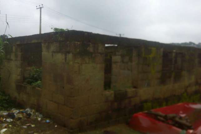 Urgent Sales 3 Bedroom Uncompleted Building Ibadan South West - image 1