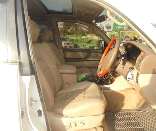 land cruiser V8 petrol with sunroof and an extreemly neat interior. Karen - image 6