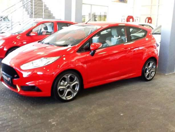 2016 ford fiesta 1.6st eco-boost - demo with 39km Goodwood - image 4