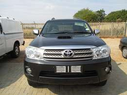 Toyota Fortuner 3.0 D-4D A/T 7 Seater - 2011