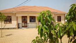 2 bedrooms,2 toilets 8 in afence at 500k nalya