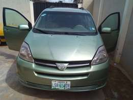 A clean registered toyo sienna XLE for sale, 2004 model