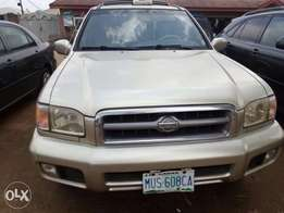 Very clean Nigeria used Nissan pathfinder for sale