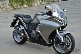 Honda VFR1200F 2011 (DCT) breaking for spares.