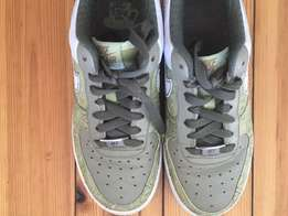 Nike Air Force 1 - size 5