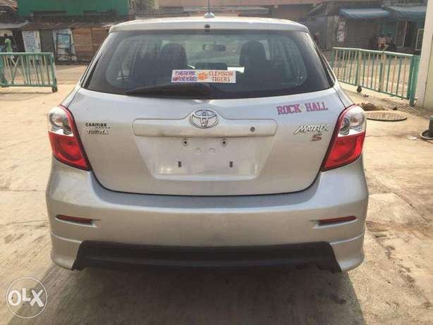 Super Clean Toyota Matrix Sport 2009 available for just N2.750m Only Agege - image 2