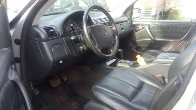 Mercedes Benz ML350 numbered 2005 Benin City - image 5
