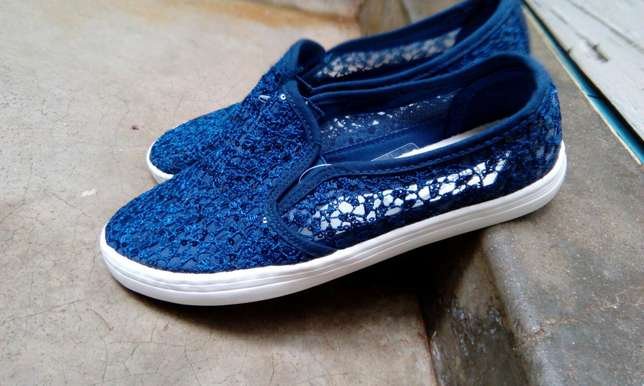 Unisex canvas shoes appropriate for the weather Hazina - image 3