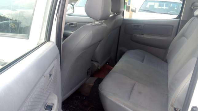 Extremely sharp and sound first body 2009 Hilux with chilling AC Warri South - image 6