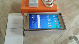 Samsung galaxy j5 with box and charger like new