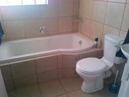 1 room to rent in a 2 bedroom flat: Ladies only