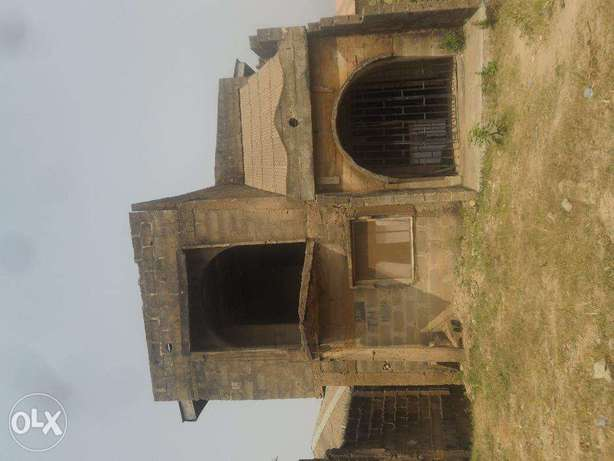 Uncompleted building Lagos Mainland - image 2