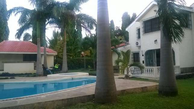 4 bedrooms mansionatte own compound with swimming pool Nyali - image 5
