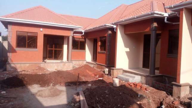 5units in kira earns 2.5m monthly at 360m negotiable on 60*100fts Kampala - image 3