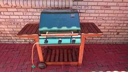PRICE REDUCED ! OUTBACK Hunter 3 burner gas braai in good condition !