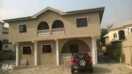 Well renovated 3 bedroom duplex with study rm to let in lekki phase 1