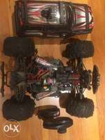 Traxxas Summit RC Car,4 x NiHM 3000 Mah batteries ,1x Remote+Charger