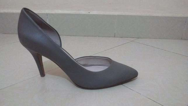 SIZE 43 - (3inch) high heels at throw away price!! Ngara - image 3