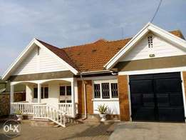 A good stand alone house with 3bedrooms for rent in kireka at 1,5m