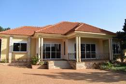 3bedrmed stand alone house for rent at 1.5m on Gaba road