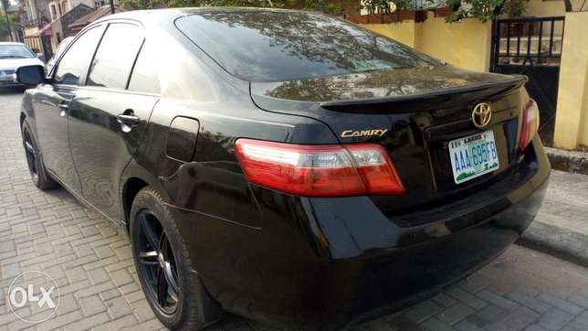 2008 Toyota Camry XLE with reverse camera and sport alloy. Kosofe - image 4