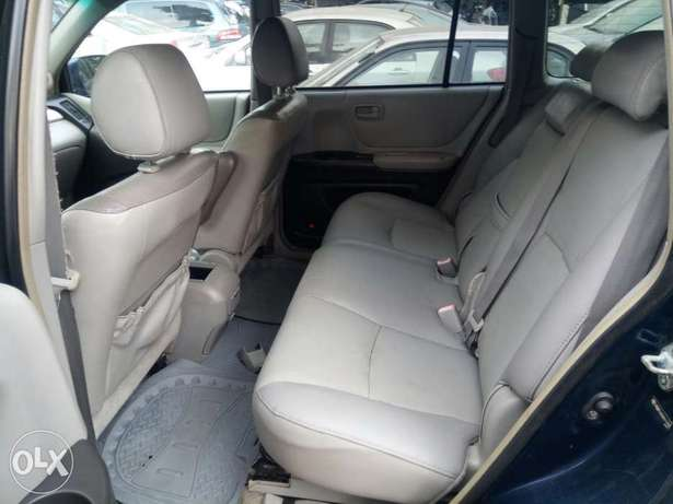 Fairly Used 2005 Toyota Highlander Leather For N1.9M Festac Town - image 4