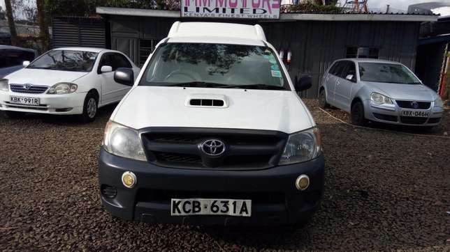 Toyota hillux, manual diesel, 2500cc, year 2007, accident free. Nairobi CBD - image 2