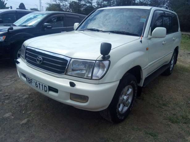 landcruiser Vx Petrol v8 well maintained car on quick sell Nairobi CBD - image 6